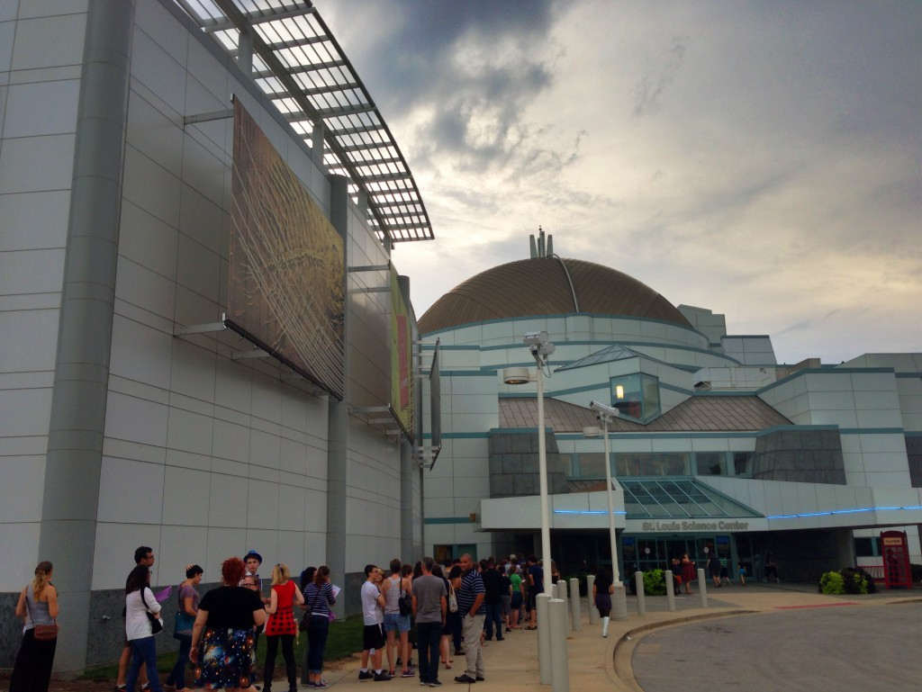 St Louis Science Centre with a queue for tickets that went all the way around the building.