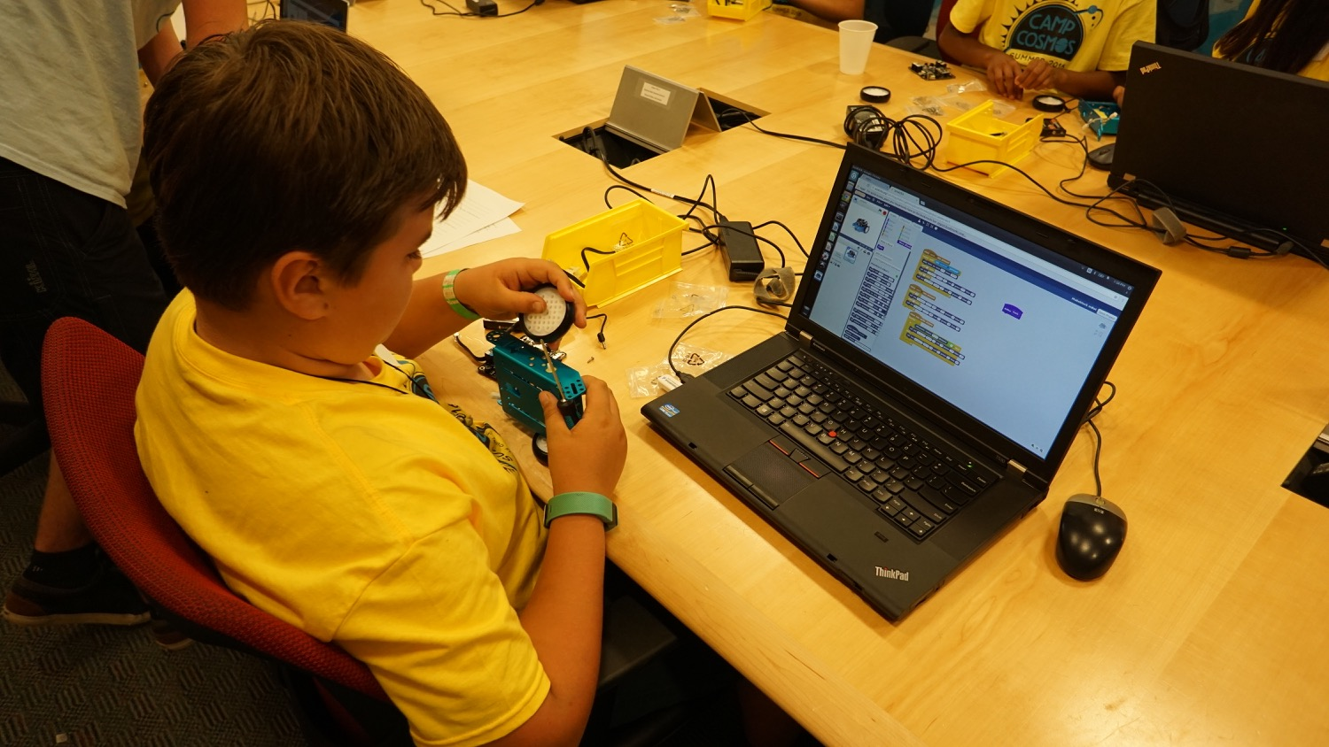 Camper making the mBot and coding with Scratch